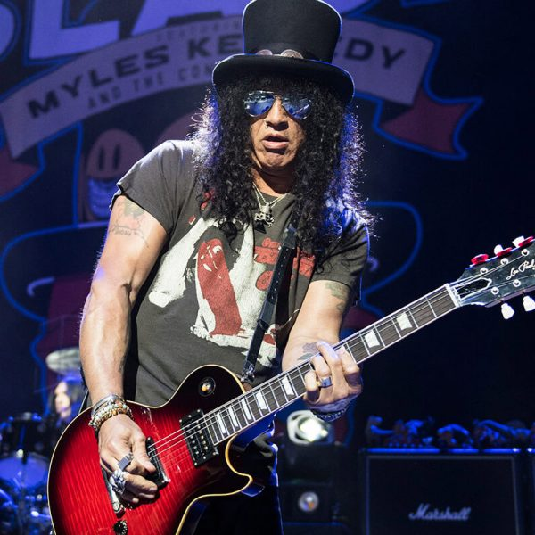Slash Plays New Guns N' Roses Song During The Recent Soundcheck